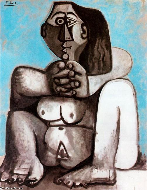 Mujeres desnudas en cuclillas para orinar